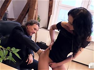 culos Buero - German secretary pounded by chief on a desk