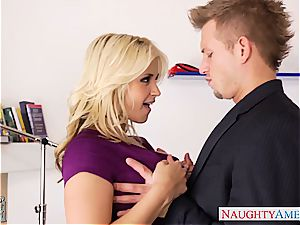 sensual Sarah Vandella munched out and plumbed