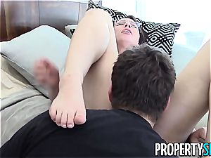 luscious Aidra Fox romps her nasty client