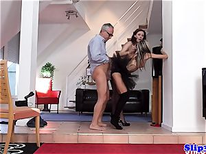 Glam eurobabe booty-fucked in fashionable threesome