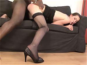 mummy gets vulva torn up by her ebony bf she spunks