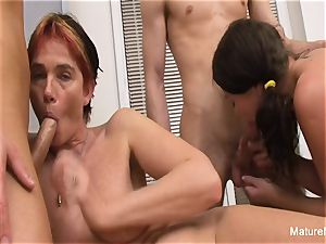 granny and honey service 2 pricks in a 4some