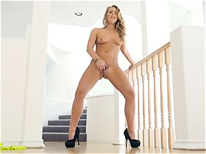 Carter Cruise loses her yellow lingerie for solo cootchie joy