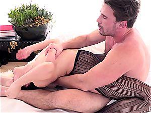 mischievous pornstar Valentina Nappi getting plowed