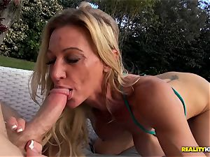 Ceira Roberts labia pounded by the poolside