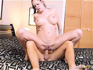 Bad wife Kelly Summer cheats with a fellow motel customer