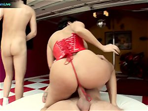 Veronica Rayne and her meaty bootie got a taste of 2 lollipops