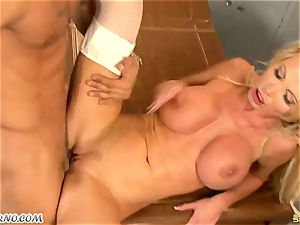 hefty hooter cougar dr. Nikki Benz takes a massive lollipop in the polyclinic