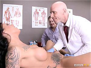 Austin Lynn romps the medic in front of her boy