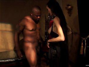Ange Venus fellate a black man on a throne like tabouret