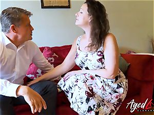 AgedLovE Bussinesman Seduced by super-steamy Mature mom
