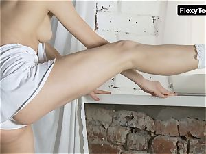 killer moves by a hot gymnast