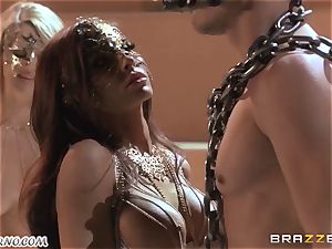 Luxury hostess Madison Ivy and her hook-up victims