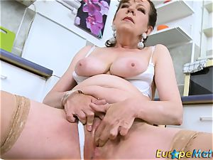 EuropeMaturE wooly muff grandmother Solo seduction