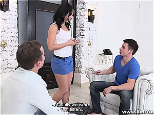 Rich guy nails his buddy's gf for cash