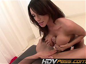 HDVPass chesty babe Ariella Ferrera Gets Down