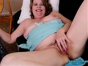 Mature women splashing Self penetrate