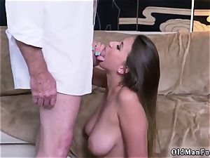 Latino father and bisexual cuckold fellow very first time Ivy amazes with her giant cupcakes and rump