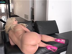 super-cute Julie Cash chooses doggy-style and face plowing