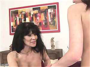 Nelly Sullivan ask an older damsel to eat her muffin