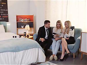 LOS CONSOLADORES - Vyvan Hill porked in FFM threesome