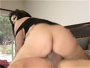 dark haired Latina milf Sophia Lomeli
