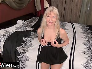USAWives slim light-haired grannie Cindy solo play