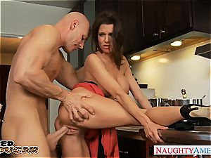 super hot cougar Veronica Avluv gets ginormous jugs romped