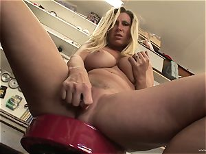 molten Devon Lee enjoys teasing her tasty moist clitoris