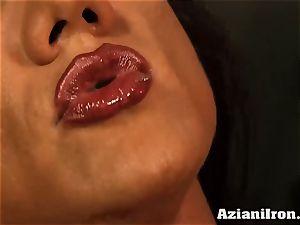 Amazon goddess Amber Deluca luvs her sybian ejaculation