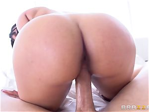 Kimberly Kendall fondles her massive funbags as she humps